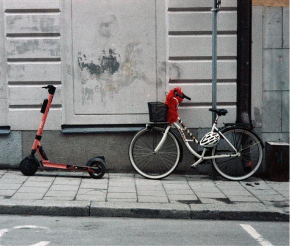 Vélo contre un mur